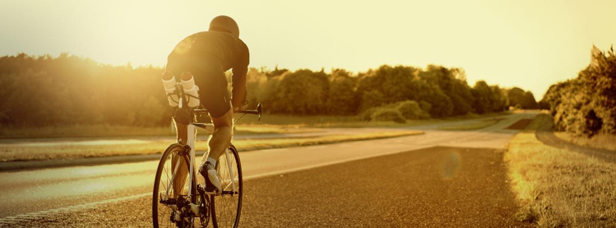 cykelrytter på landvej