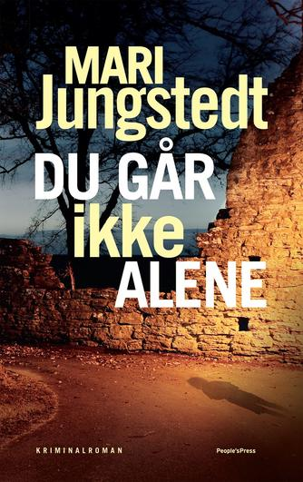 Mari Jungstedt: Du går ikke alene : kriminalroman