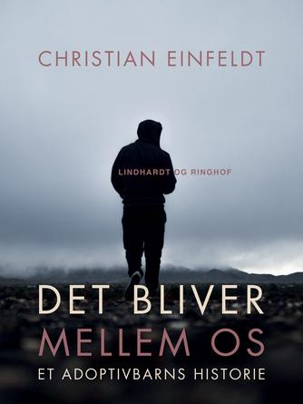 Christian Einfeldt: Det bliver mellem os : et adoptivbarns historie (Ved Fjord Trier Hansen)