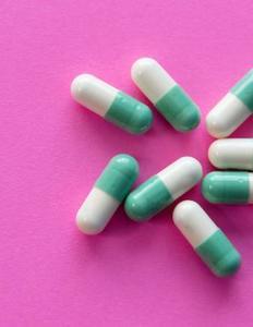 piller på pink baggrund